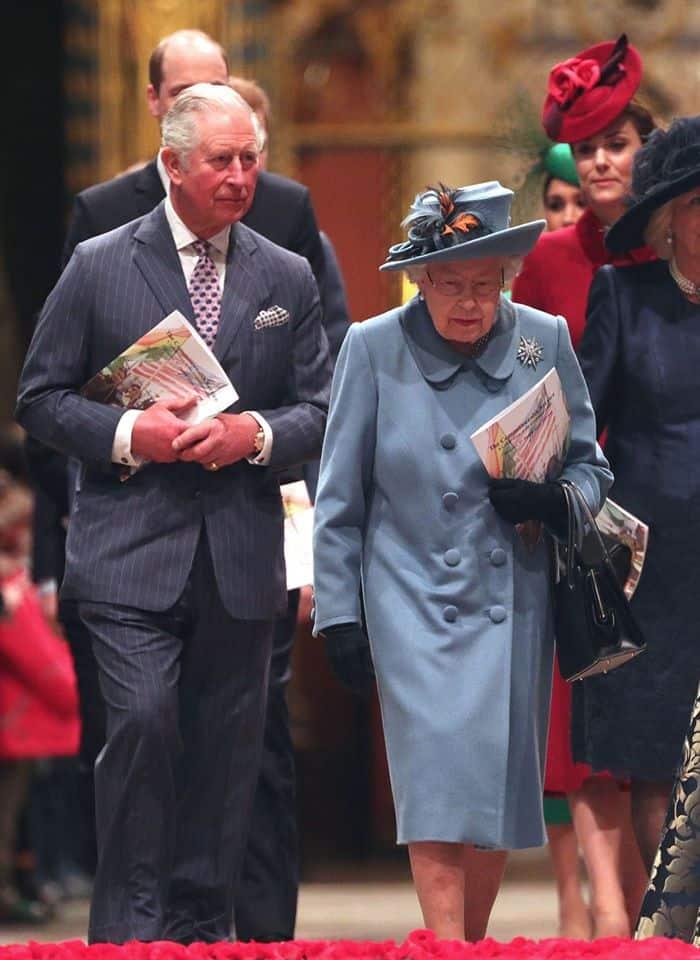 الأمير تشارلز بجانت والدته الأميرة إليزابيت