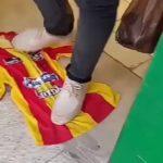 سوسة : جماهير النجم تدعو لمسح أحذية حرفاء إحدى المغازات الكبرى على قميص الترجي الرياضي التونسي (فيديو)