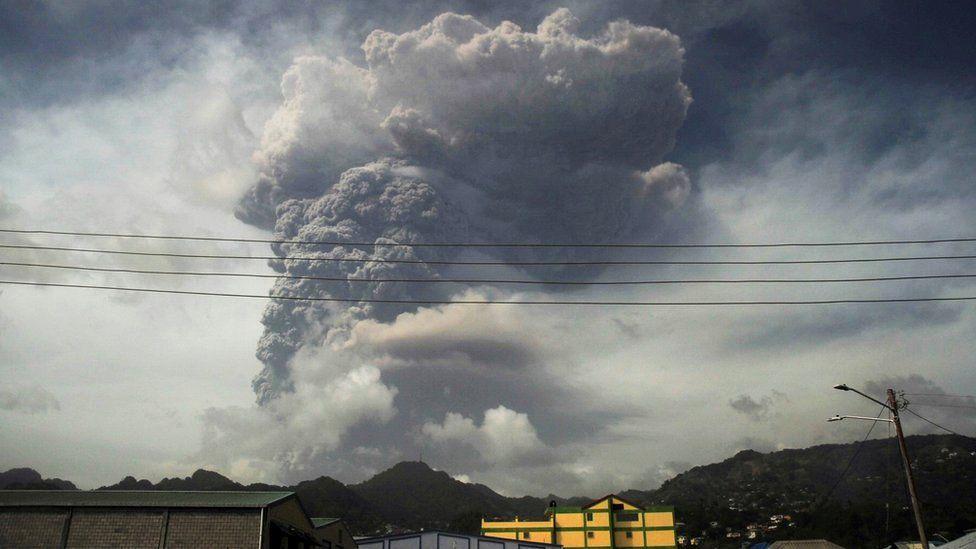 إنفجار بركان لا سوفريير