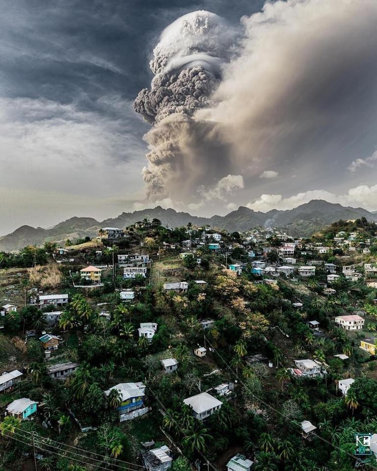 """إنفجار بركان """"لا سوفريير"""""""